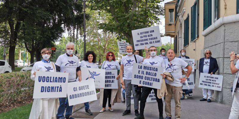 """""""Il silenzio fa rumore"""": flash mob del SILB-Fipe in piazza Montecitorio a Roma"""